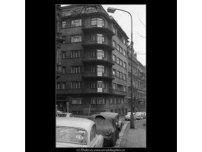 Domy před zbouráním či rekonstrukcí (5196-3), Praha 1967 březen, černobílý obraz, stará fotografie, prodej