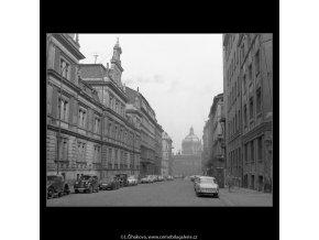Domy před zbouráním či rekonstrukcí (5196-62), Praha 1967 březen, černobílý obraz, stará fotografie, prodej