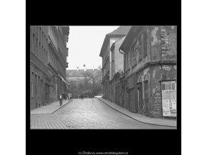 Domy před zbouráním či rekonstrukcí (5196-78), Praha 1967 březen, černobílý obraz, stará fotografie, prodej