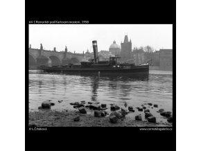 Remorkér pod Karlovým mostem (64-1), žánry - Praha 1958 , černobílý obraz, stará fotografie, prodej