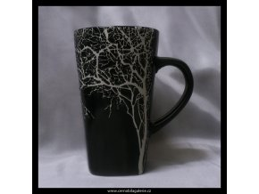 Hrnek strom v černé