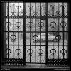 Mřížové dveře (2146-5), Praha 1963 duben, černobílý obraz, stará fotografie, prodej