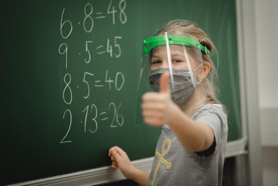 štíty pro děti do škol