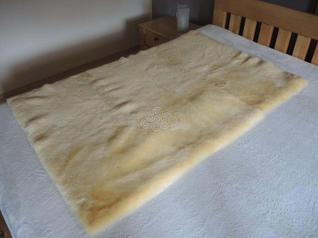 Podložka na spaní z kožešiny Relugan