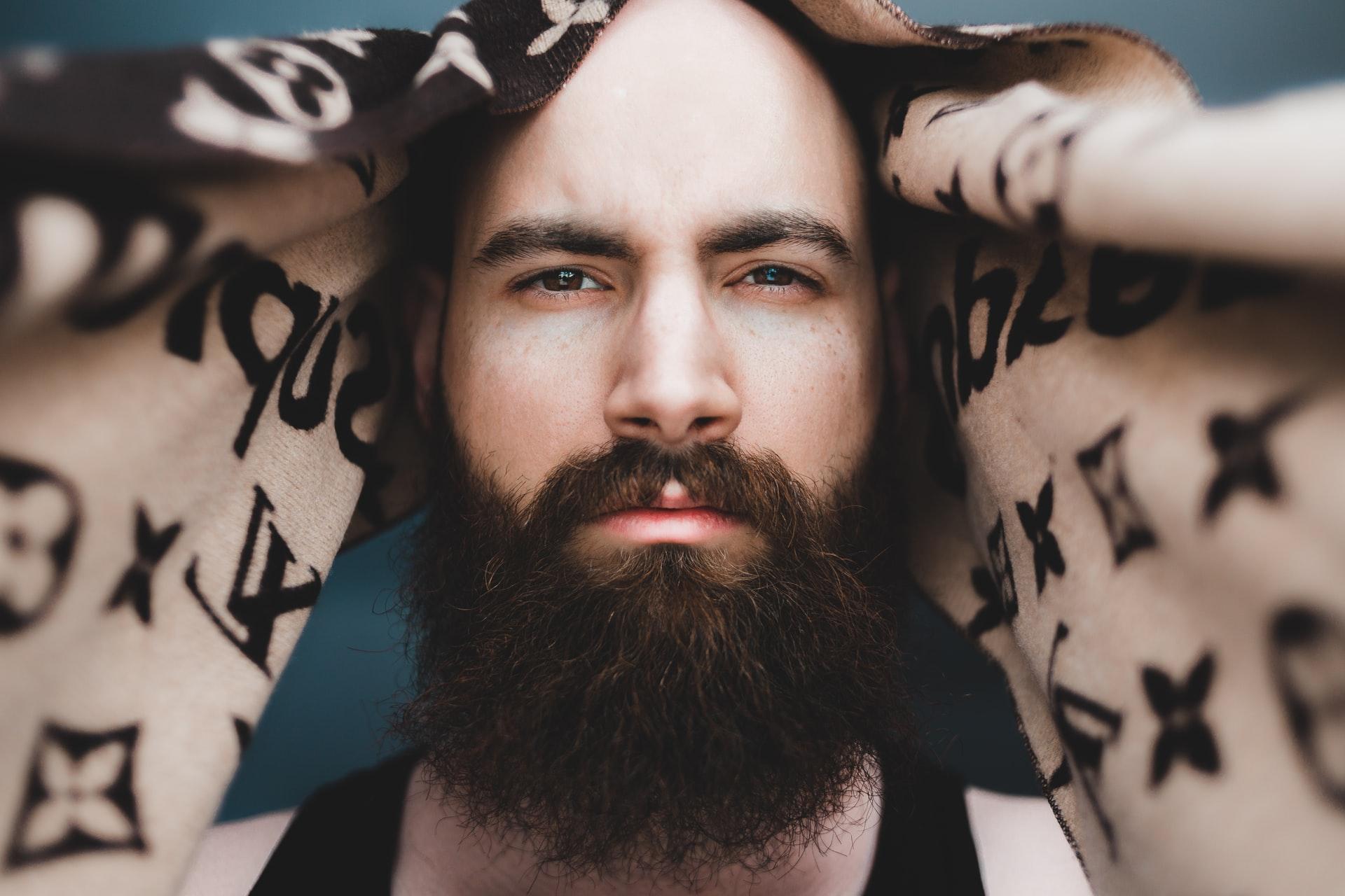6 nejčastějších problémů při holení a péči o vousy