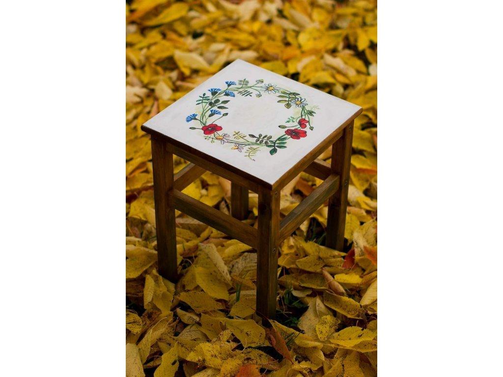 Ručně malovaná dřevěná stolička motiv Kvítka