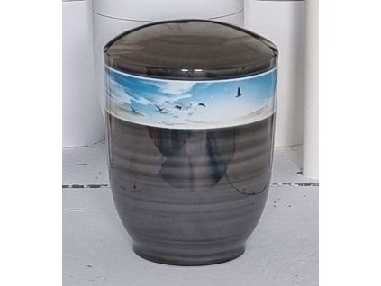 urna cerny listr pruh nebe