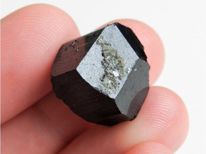 cerny turmalin skoryl ukonceny krystal polodrahokam cesky kamen obrazky 1