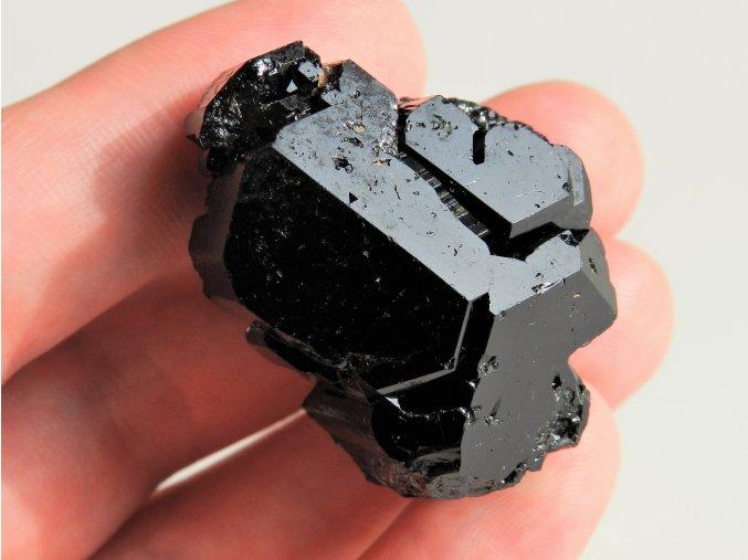 cerny turmalin skoryl sbirkovy vzorek unikatni prirodni krystal vysociny cr ukonceny obrazky 1
