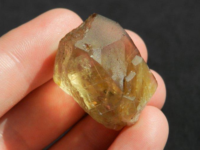 citrin kamen cesky drahokam zlute barvy obrazky knezeves na frantisku 1