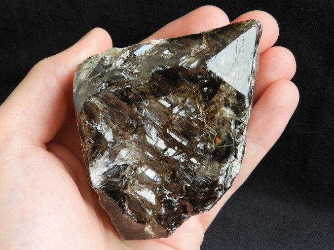 zahneda krystal kourovy hypoparalelni propadlymi okny dolni bory hate zivcovy dul sbirkovy kamen mineral prodej 1