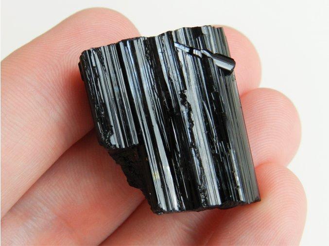 turmalin cerny drahokam polodrahokam cesky mineral 2