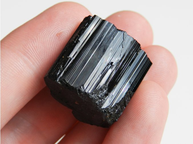 cerny turmalin skoryl prirodni cesky kamen mineral nerost prodej 1