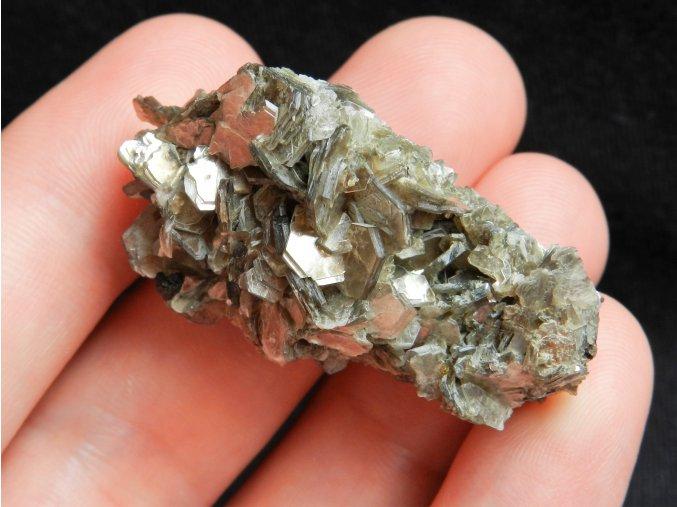 muskovit srostlice druza lunenite krystaly cesky kamen apatit zeleny obrazky 1