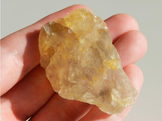 citrin prirodni kamen inkluze zahnedy cesky vysociny obrazku 1