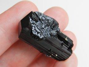 cerny turmalin skoryl samolecitel mistrovsky krystal ukonceny pyramidalni trojclene pikarec obrazky 1