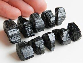 cerne turmaliny skoryly prirodni surove drahe ceske kameny obrazky 1