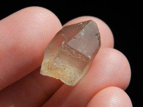 citrin drobny maly krystal cesky pravy prirodni kaminek obrazek 1