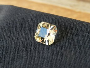 citrin brouseny cesky pravy kamen zluty oktagon tvar vybrus facetovy prodej 1