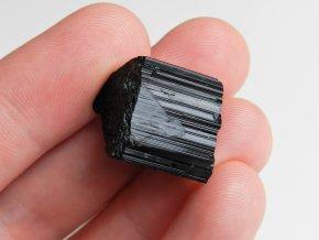 cerny turmalin lecivy mineral cesky prirodni kamen 1