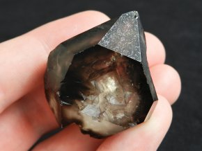 tmave kourovy krystal zahnedy propadle okno vysocina cr obrazky 1