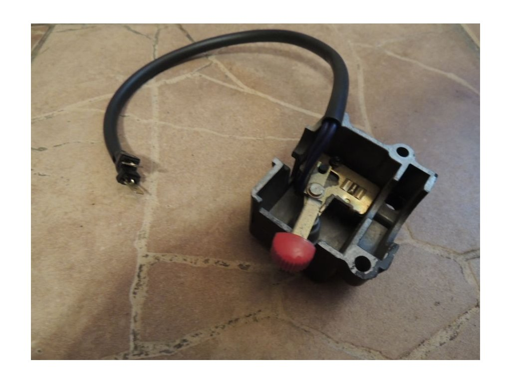 Ovladač - pravý, vypínání motoru