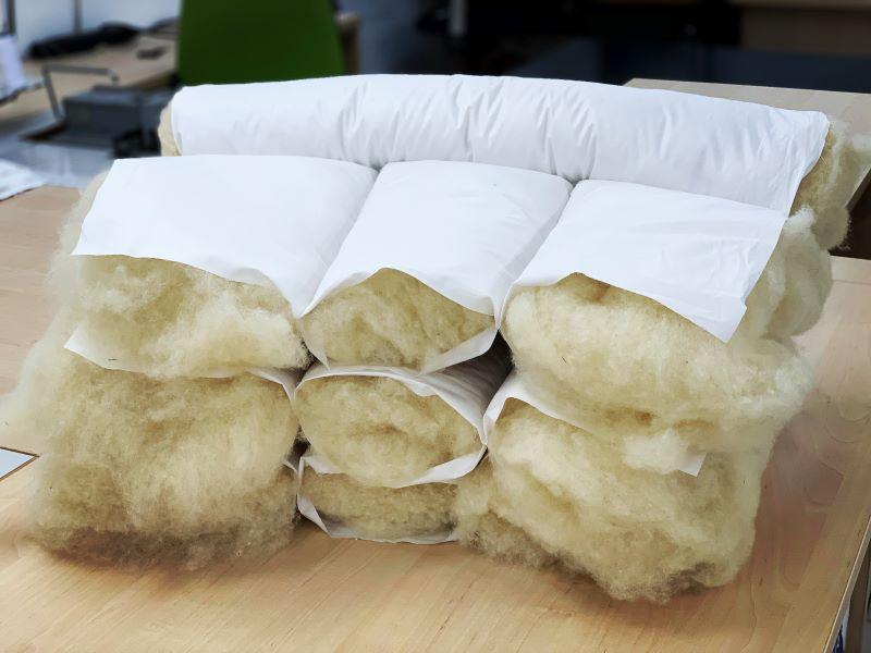 Zdravotní vlněné polštáře Besky Grunt před finálním obšitím