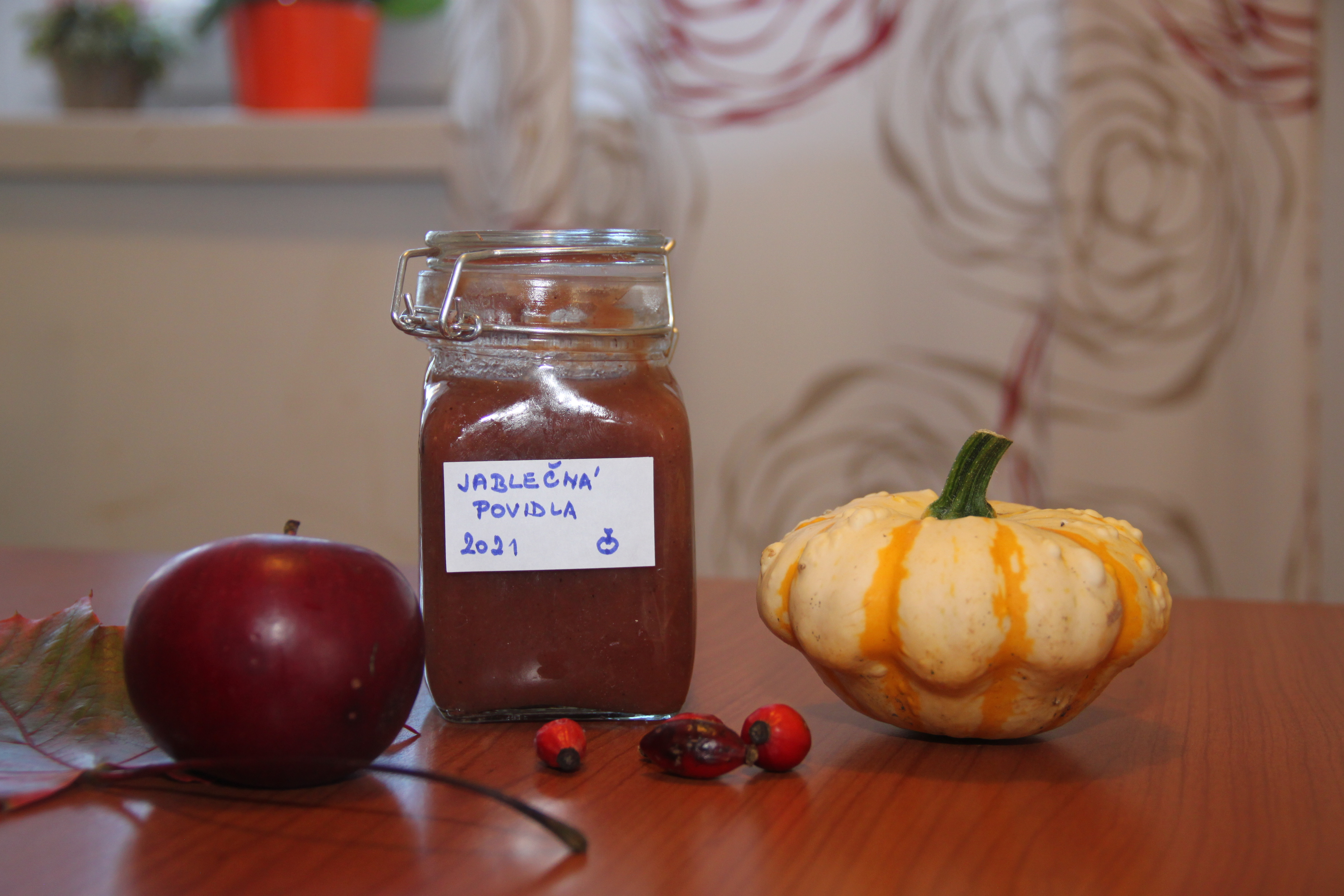 Několik nápadů, jak zpracovat letní jablka - Perník s jablky, Žemlovka,