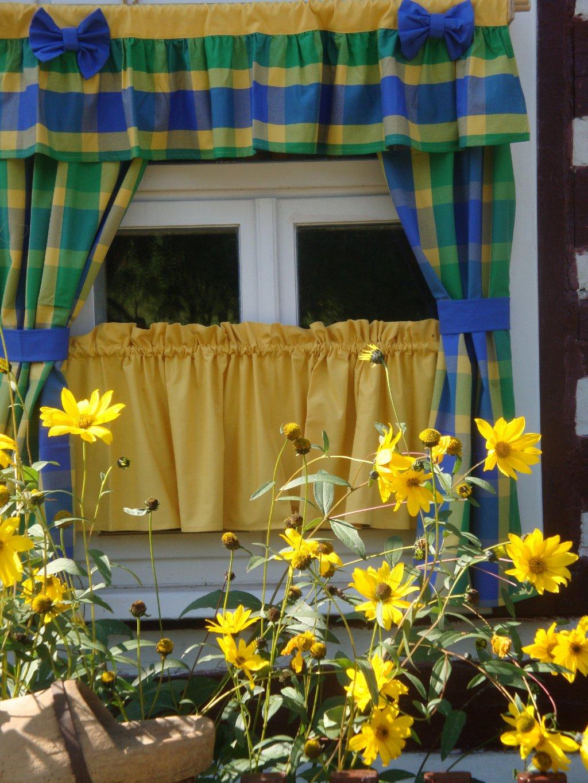 Mirka a Žlutá  Záclona