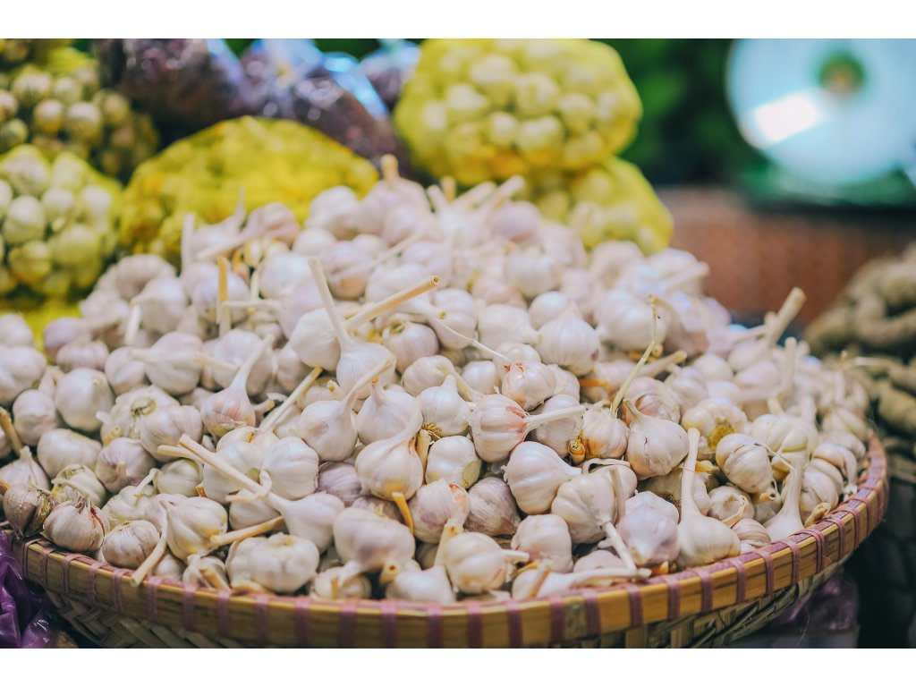 selective focus photography of pile of garlic bulbs 1638522