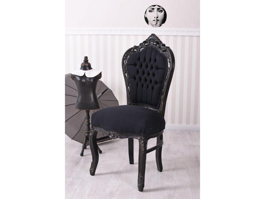 černá židle