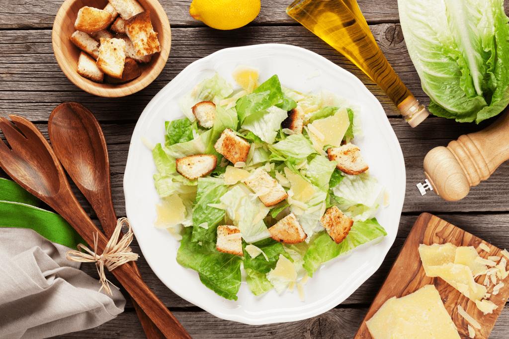 Salát Caesar - Co v něm má být doopravdy?