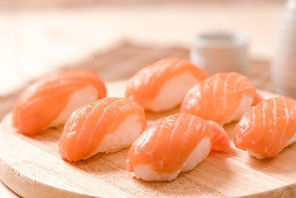Proč je lososové sushi klasikou a jak jej vybrat