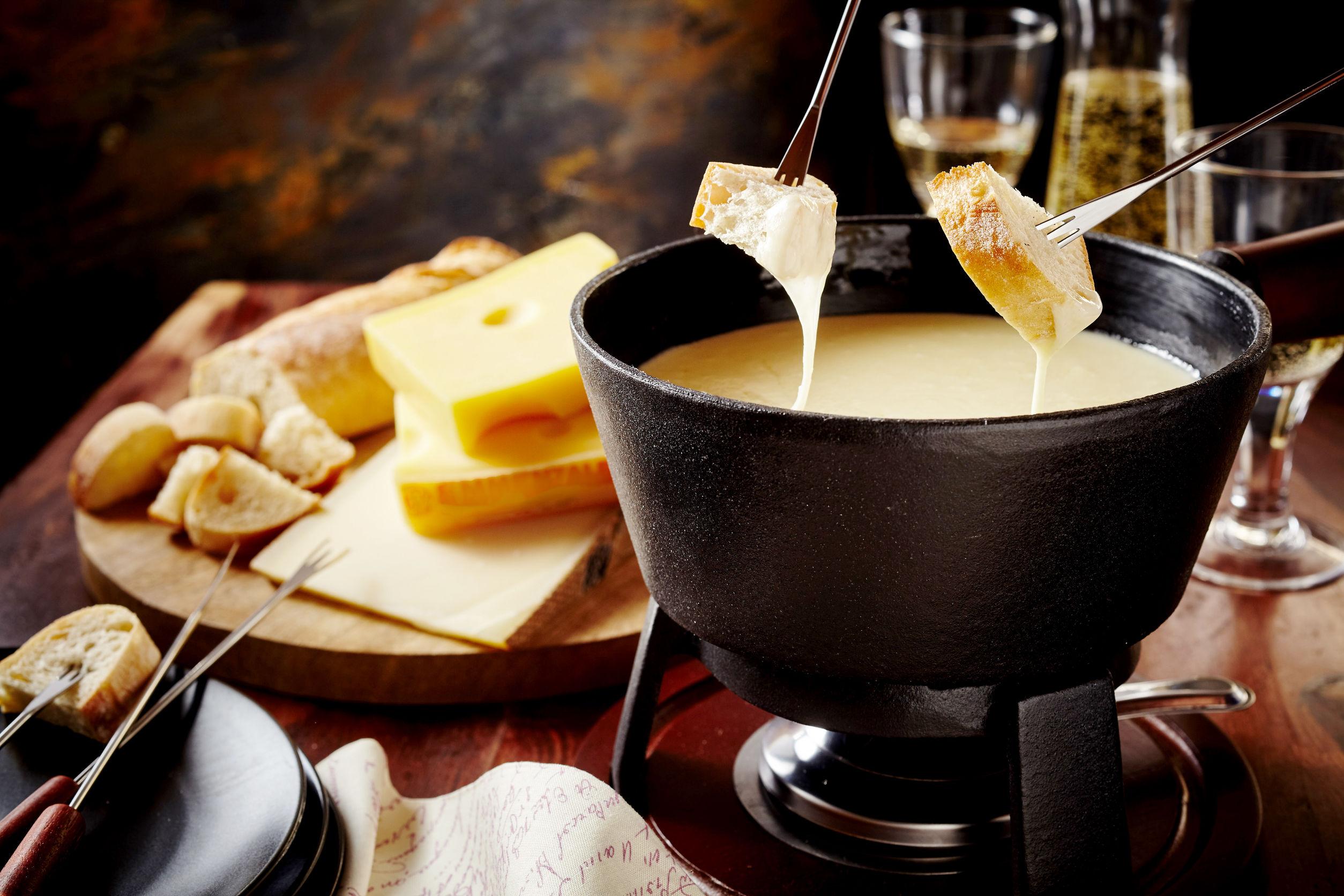 Sýrové a čokoládové fondue