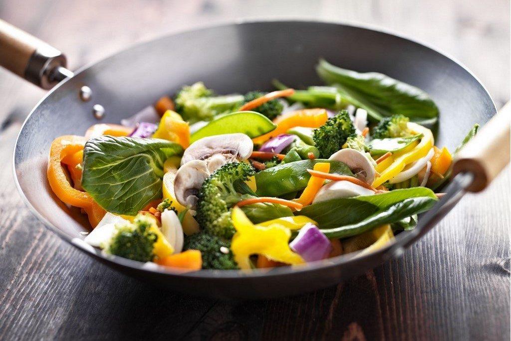 Pánev wok patří do každé kuchyně. Prozradíme vám proč