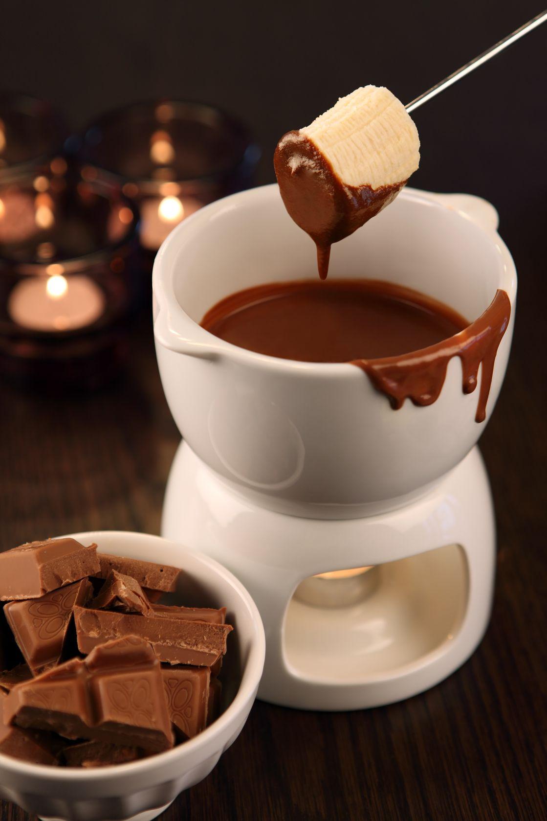 Čokoládové fondue s čerstvým ovocem
