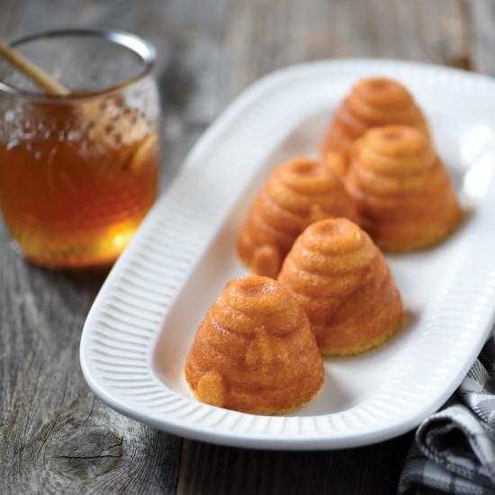 Nordic Ware Forma na 6 malých včelích úlů Beehive Bundt® zlatá