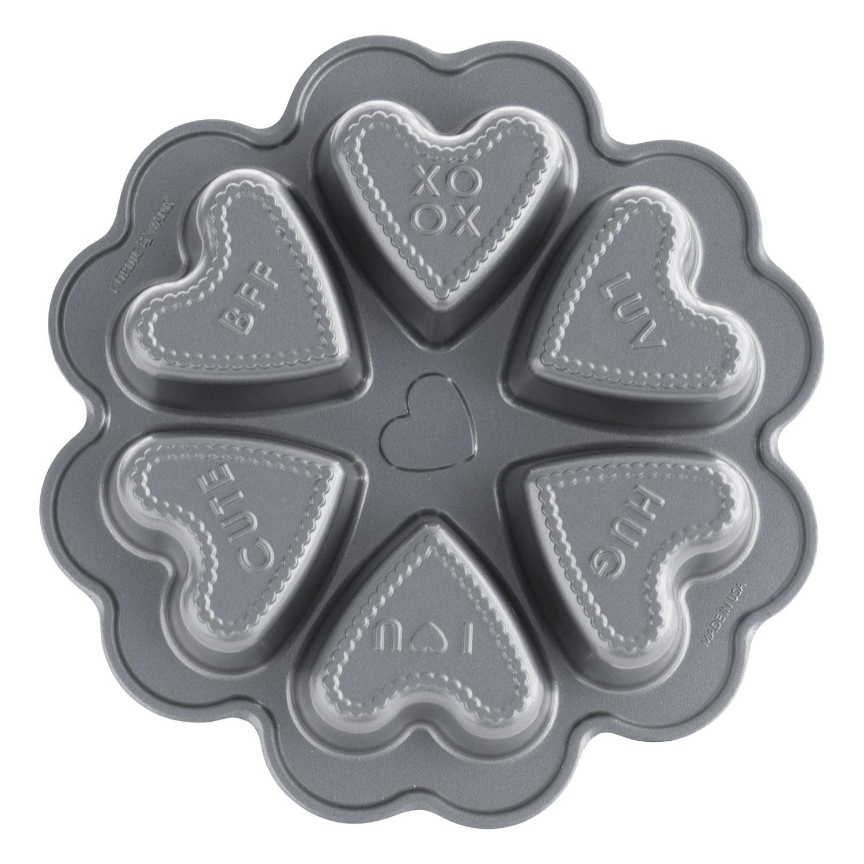 Forma na 6 srdiečok s textom Conversation Hearts Bundt® strieborná Nordic Ware