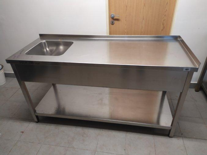 Stůl s dřezem (1680x640x900)