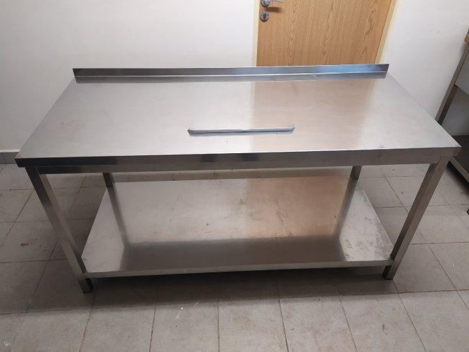 Stůl (1600x700x850)