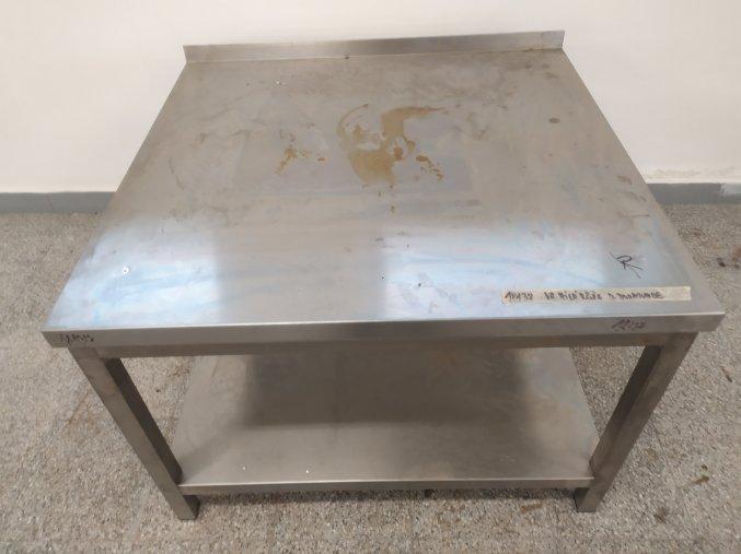 Stůl (950x900x670)
