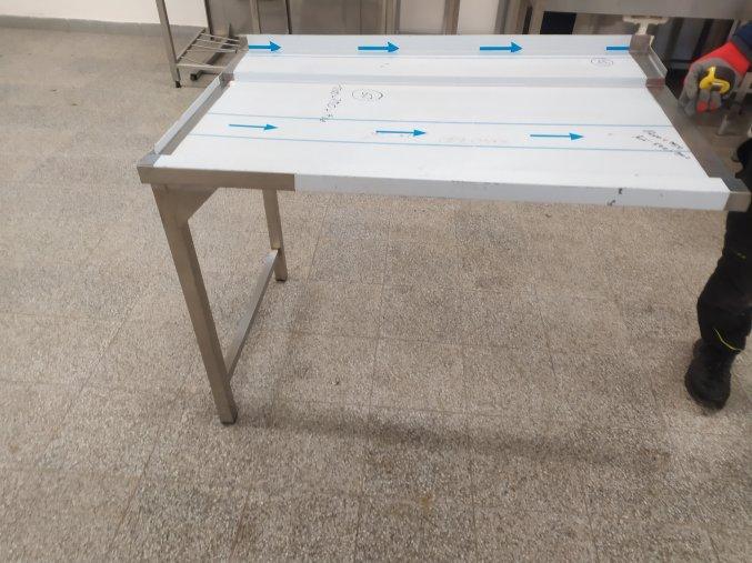 Stůl k průběžné myčce (1200x750x900)
