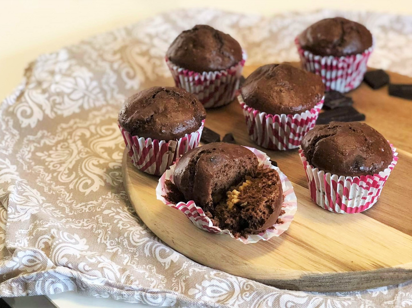 Vláčné čokoproteinové muffiny s ořechovým máslem