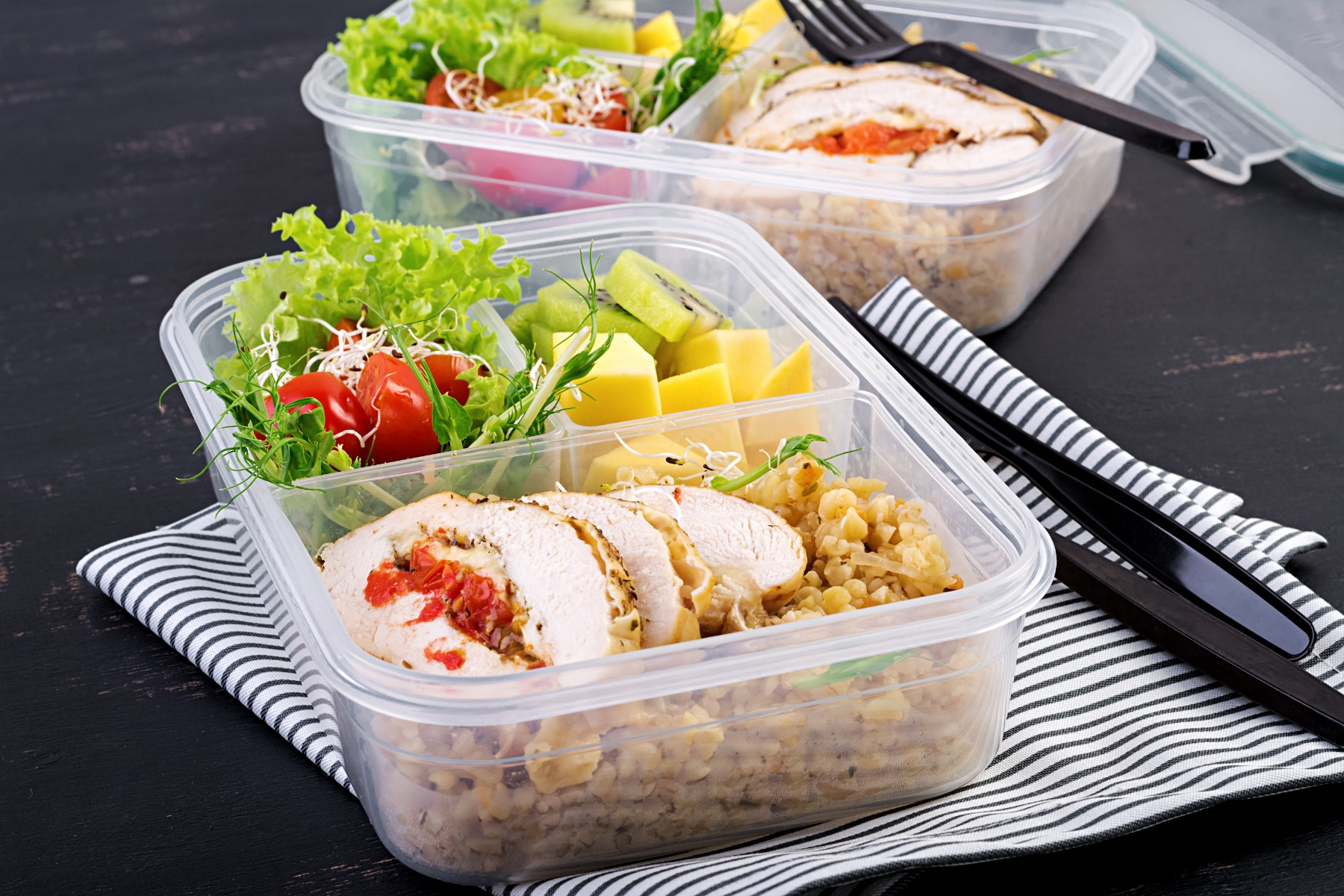 lunch-box-chicken-bulgur-microgreens-tomato-and-fr-6MYCRN9