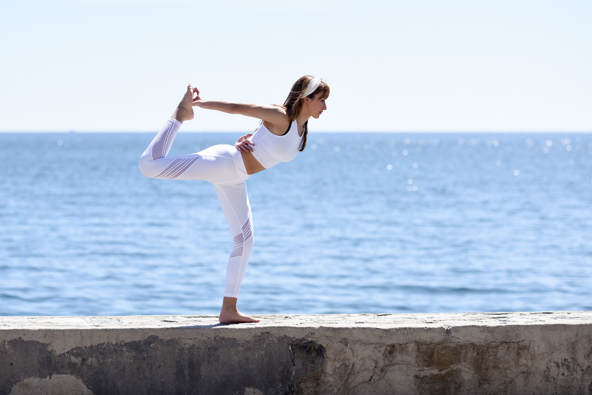 young-woman-doing-yoga-in-the-beach-5LV6UW2 (1) (1) (1)