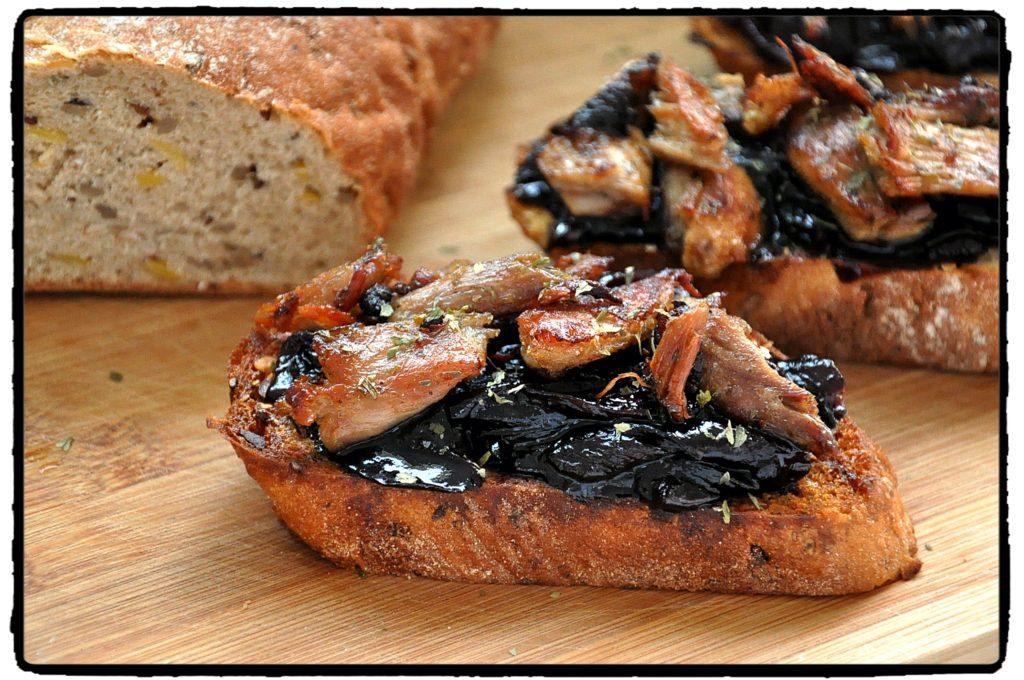toasty-s-kačacím-mäsom-a-cibuľovou-marmeládou-1024x680