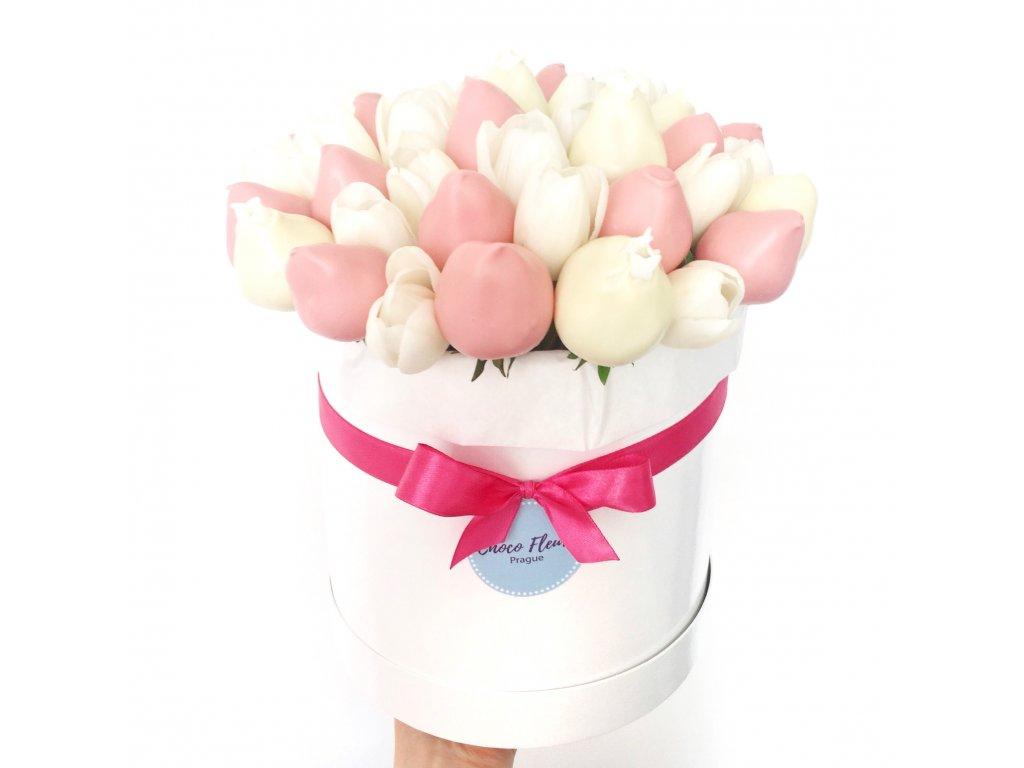 Kytice z jahod a květin - tulipány