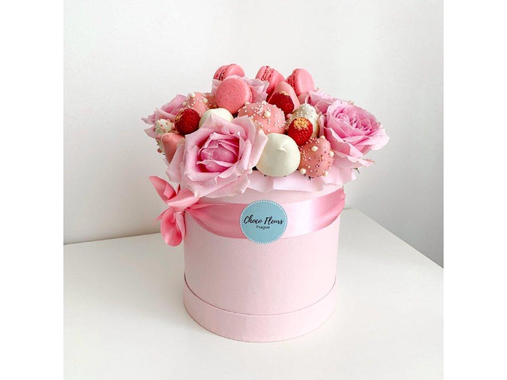 Květinový box z růží a sladkostí růžový 1