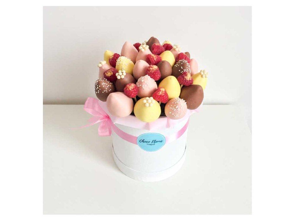 Květinový box z jahod v čokoládě a malin