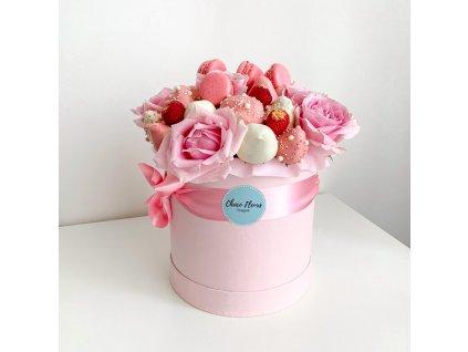 Květinový box z růží a sladkostí - růžový